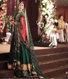 U made the Prettiest Mehndi bride ever! Bridal Mehndi Dresses, Desi Wedding Dresses, Mehendi Outfits, Pakistani Wedding Outfits, Indian Bridal Lehenga, Pakistani Bridal Wear, Bridal Outfits, Pakistani Dresses, Indian Dresses