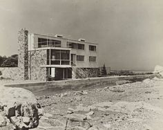 Hagerty House, Cohasset MA (1938) | Marcel Breuer and Walter Gropius Walter Gropius, Classical Architecture, Architecture Design, Foster Architecture, Marcel Breuer, Ludwig Mies Van Der Rohe, Norman Foster, Le Corbusier, Bauhaus