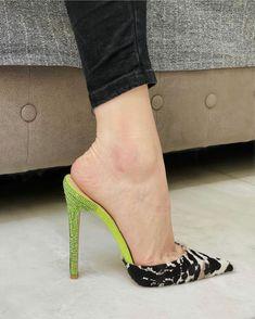 Feet Nails, Sexy Feet, Heeled Mules, Kitten Heels, High Heels, Slip On, Pumps, Legs, Arch
