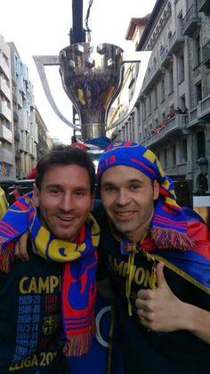 Messi and Iniesta - Barcelona La Liga Champions Parade Champions League, Barcelona Messi, Barcelona Football, Good Soccer Players, Best Football Players, Club Football, Kids Football, Fc Barcelona