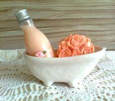 Loção Hidratante e sabonete Buquê de Rosas. www.elo7.com.br/deisedejos