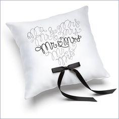 maggiori dettagli qui: Anello Mr. & Mrs. Pillow