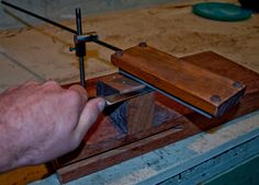 DIY Sharpening Jig - - Powered by FusionBB: - pointy aceros - Cool Diy, Knife Grinding Jig, Blacksmithing Knives, Knife Making Tools, Knife Stand, Tactical Pocket Knife, Blade Sharpening, Engraved Pocket Knives, Best Pocket Knife