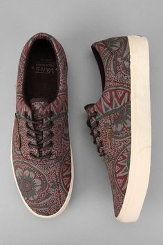 Vans Washed Paisley Era Sneaker from Urban Outfitters. Saved to Vans. Tenis Vans, Vans Sneakers, Vans Shoes, Sneakers Fashion, Fashion Shoes, Pretty Shoes, Cute Shoes, Me Too Shoes, Sock Shoes