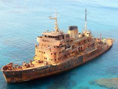 Ship wreck by Fourat Zouari