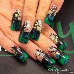 Holiday nail designs for beginners | holiday nail art designs | leaf nail design | Beautiful Christmas Nail Art Designs | Christmas Nail