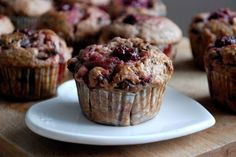 Višňové muffiny Breakfast, Food, Morning Coffee, Meals, Morning Breakfast