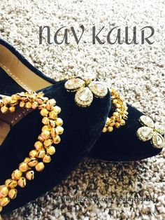 Lovely Shoe For This Fall / Winter Outfit. Definitely Must Have One. Designer Wear, Designer Shoes, Fashion Flats, Fashion Jewelry, Women's Fashion, Indian Shoes, Beaded Shoes, Indian Bridal Fashion, Desi Clothes