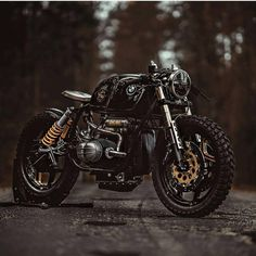 Trying out the new layout. Swipe right to see more #caferacer #honda #retro #scrambler #motorcycle #triumph #bmw #roadstermagazin #croig #caferacersofinstagram #motorcycle @caferacerdreams