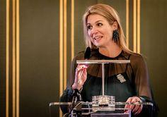 Koningin Máxima heeft woensdag Paleis Noordeinde opengesteld voor een symposium over muziekonderwijs. Ruim tweehonderd leerkrachten, schooldirecteuren en bestuurders buigen zich in het paleis over de vraag hoe ze muziekonderwijs kunnen introduceren en verankeren binnen hun basisscholen.