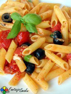 Penne z pomidorami koktajlowymi, czosnkiem, oliwkami, mozzarellą i bazylią http://fantazjesmaku.weebly.com/penne-z-pomidorami-koktajlowymi-czosnkiem-oliwkami-mozzarell261-i-bazyli261.html