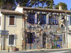 """Maison de Danielle Jacqui, """"celle qui peint"""", à Pont-de-l'Etoile, France"""