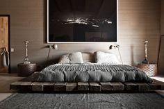 кровать-на-балках-из-дерева