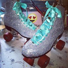 I NEED these glitter roller skates in my life! Roller Derby, Roller Quad, Roller Disco, Quad Roller Skates, Roller Skating Party, Skate Party, Rollers, Dr Shoes, Soul Sisters