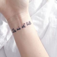 La vie est belle - ~ #tatuaggioconscritta #tattoo #tatuaggio #ink #inkmet #love #lavitaèbella #ideatattoo #quotetattoo #lavie #lavita