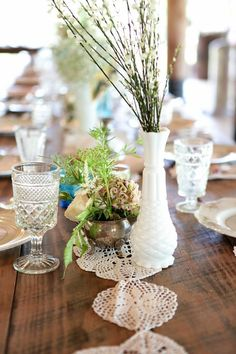 A Vintage Wedding + Tablescape Ideas from Southern Vintage  Read more - http://www.stylemepretty.com/2013/10/23/vintage-wedding-tablescape-ideas-from-southern-vintage/