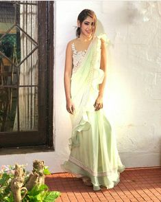 #NusratZahan Indian Wedding Outfits, Indian Outfits, Indian Attire, Indian Wear, Farewell Sarees, Indische Sarees, Modern Saree, Indian Designer Outfits, Fancy Sarees