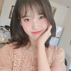 Image discovered by ♡𝑤𝑖𝑛𝑡𝑒𝑟𝑏𝑒𝑎𝑟❄. Find images and videos about kpop, aesthetic and icon on We Heart It - the app to get lost in what you love. Iu Short Hair, Iu Hair, Short Hair Styles, Korean Star, Korean Girl, Asian Girl, Iu Moon Lovers, Iu Fashion, Ulzzang Girl