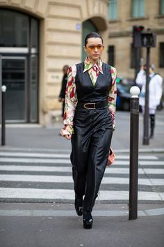 The Best Street Style Looks From Paris Fashion Week Fall 2020 Autumn Street Style, Street Style Looks, Cool Street Fashion, Paris Fashion, French Brands, People Sitting, Style Snaps, Latest Trends, Feminine
