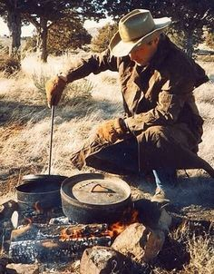 Cowboy Up Campfire cookin' and an outdoor fun life. Cowboy Up, Cowboy Food, Cowboy Ranch, Cowboy Pictures, Cowboy Images, Cowboy Pics, Dutch Oven Cooking, Cooking Tips, Real Cowboys