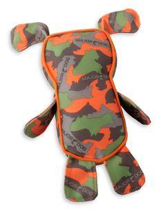 """ワルディ(犬のおもちゃ)   遊びながら""""しつけ""""ができる、MAJOR DOG(メジャードッグ)のおもちゃ。ワルディは、耐熱性、耐水性、耐油性、耐薬品性等に優れた、ワンちゃんのおもちゃに理想的な特殊繊維素材""""PES""""で作られた、大人気のぬいぐるみ型のおもちゃです。""""PES""""は引っ張りっこしても、たくさん噛んでも、破れにくい丈夫な素材。耳とおなかの部分がキュッキュッと鳴るので、ワンちゃんの興味を惹きつけます。水に浮かびますので、水辺へのお出かけにもオススメです。"""