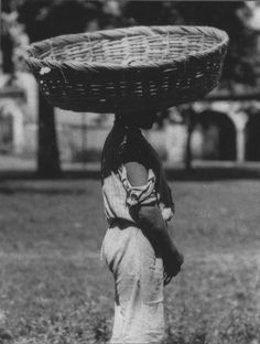 ‎'A bakery boy in a little town carrying bread in that basket to sell' by Tina Modotti, Tina Modotti, Henry Westons, Clemente Orozco, Famous Pictures, Edward Weston, Diego Rivera, Famous Photographers, Elements Of Art, Artist Art
