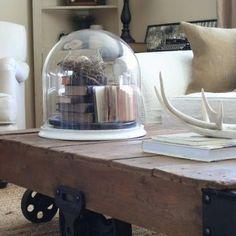 Прошли те дни, когда ваш кофейный столик должен был быть просто столиком. В современном мире кофейный столик может представлять собой нечто большее. Независимо от того, какие вещи используются в качестве столика, они по-прежнему выполняют первоначальную функцию. Интересные идеи и варианты дизайна могут преобразить вместе со столиком всю комнату. Смотрите в нашей подборке.  #loft #встилелофт #кофейныйстолик #декор #мебельвстилелофт #красотавдеталях #мебельназаказ #вологда #череповец…