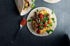 Oppskrift på burritokrydret løvbifftaco servert i myk tortilla.