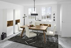 Nábytek z obývacího programu Feel je pravou ukázkou klasickéhostylu , který je neustálepodstatnou součástí dnešního designového... Dining Table, Furniture, Design, Home Decor, Homemade Home Decor, Diner Table, Dinning Table Set, Home Furnishings, Dining Room Table