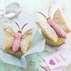 Schmetterling-Cupcakes Rezept | Küchengötter  Kinder: Löffelbisquits mit Zuckerguss färben?und draufkleben auf fertige Muffins