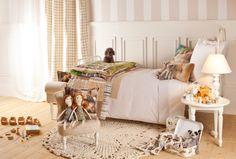 Tapete, cama e mesa de cabeceira