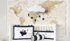 O Quarto de Bebê Urso Aviador conta com lindos acessórios! O móbile de nuvem com pompom é uma delicadeza para ser usado acima do berço ou nos cantinhos mais especiais com a decoração de quarto de bebê!