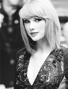 Taylor Swift is looking like her mother :)