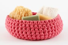This easy basket would make a great Mother's Day gift - fill it with Mom's favorite treats! Get the free crochet pattern and make it with Lion Brand Fettuccini!
