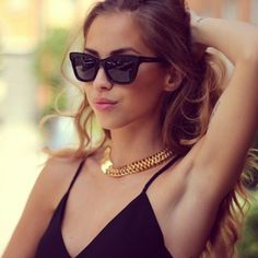 square sunglasses Because of its square shape, traditional wayfarers are recommended for ladies with round and oval facial shapes. This is due to the tall lenses and wide shape that help create angles. At the same time, it brings the face 'up.'