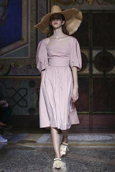 Blumarine Fashion Show Ready to Wear Collection Spring Summer 2017 in Milan Live Fashion, Fashion Show, Runway Fashion, Womens Fashion, French Chic, Fashion Sewing, Spring Summer Fashion, Ready To Wear, Lady Lady