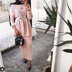This is probably the only pink piece of clothing I own 😩 - Comfy ribbed Co-ord Muslim Fashion, Modest Fashion, Hijab Fashion, Fashion 2017, Fall Fashion, Casual Summer Dresses, Trendy Dresses, Dresses For Work, Hijab Dress