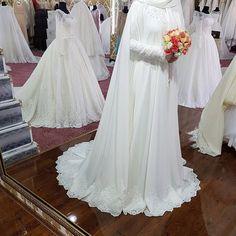 Muslimah Wedding Dress, Hijab Style Dress, Pakistani Wedding Dresses, Bridal Dresses, Bridesmaid Dresses, Bridal Hijab, Hijab Bride, Muslim Brides, Muslim Couples