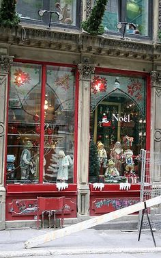 I loved Montreal.Christmas store in Old Montreal Christmas Window Display, Christmas Window Decorations, Christmas Scenes, All Things Christmas, Christmas Windows, Christmas Store Displays, Merry Christmas, Winter Christmas, Vintage Christmas