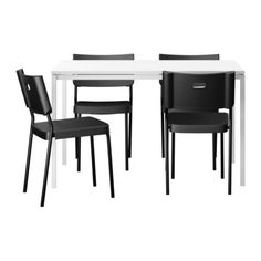 estos son el mi mesa y las sillas son de color blanco y negro