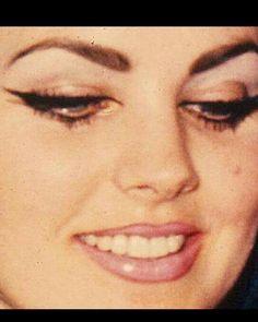 Priscilla Presley face close up. Makeup on her Wedding day in Las Vegas. Priscilla Presley Hair, Elvis Presley Priscilla, Elvis Presley Photos, Lisa Marie Presley, Makeup Inspo, Makeup Inspiration, Beauty Makeup, Hair Makeup, Makeup Style