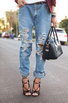 Boyfriend jeans. Siempre con un toque femenino. Preciosos zapatos y bolso