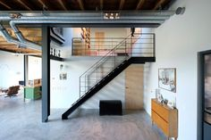 These buildings in Amsterdam, formerly a pair of barns intended for crop storage, have been transformed into modern, loft-like living spaces. Loft Interiors, Industrial Interiors, Shop Interiors, Industrial Loft, Beautiful Interior Design, Interior Design Inspiration, Exposed Ceilings, Gravity Home, Barn Renovation