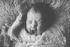 #baby #newborn #cute #cuteface #sleeping #photography #photoshoot #picture #photo #bebe #blackandwhite #noire #blanc