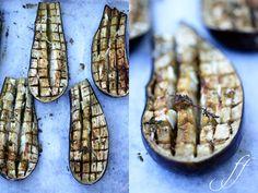 So mag ich sie fast am liebsten die Auberginen, ohne großen Schnickschnack. Am besten kalt. Sie sind perfekt als Beilage, aber auch für ein kaltes Sommerbuffet. Und simpler geht es eigentlich gar n…