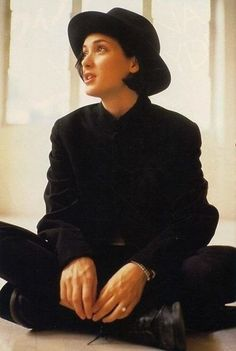 Find images and videos about grunge, and winona ryder on We Heart It - the app to get lost in what you love. Winona Ryder 90s, Winona Ryder Style, Punk Outfits, Outfits Casual, 90s Grunge, I Love Cinema, Estilo Boyish, Pretty People, Beautiful People