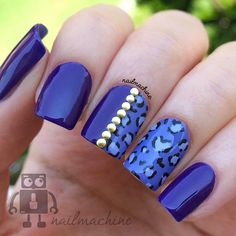 Royal blue themed leopard nail art design. The metallic look of the blue makes the design look fierce and modern whereas the addition of the gold beads help make it looks elegant.