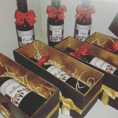 Caixas MDF+Vinho Espumante com rótulo personalizado! Lindas. Entre em contato pelo Facebook ou WhatsApp  (21)98523-1685   presente  para padrinhos e madrinhas