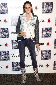 Marina Jamieson en la presentación del disco 'Lágrimas desordenadas' con jeans de LeRock, anillo y bolso de Daniel Espinosa y pendientes de Monic Accesories