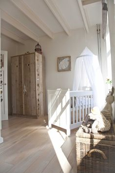 Deco baby room: the curtain and the magic bed of heaven Baby Bedroom, Baby Room Decor, Nursery Room, Girl Room, Girls Bedroom, Nursery Decor, Nursery Themes, Nursery Ideas, Country Baby Rooms
